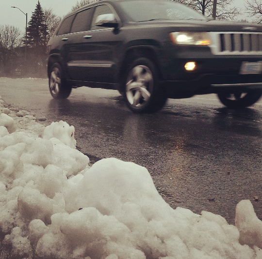 A slushy commute greeted residents Tuesday, Dec. 29, 2015, after Mississauga's first winter storm delivered more rain than snow. (Photo: Kelly Roche/QEW South Post)