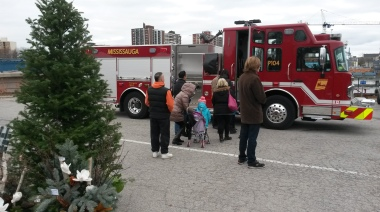 Children lined up to see the inside of a Mississauga fire truck during Christmas at the Lighthouse in Port Credit on Saturday, Dec. 3, 2016. (Photo: Kelly Roche/QEW South Post)