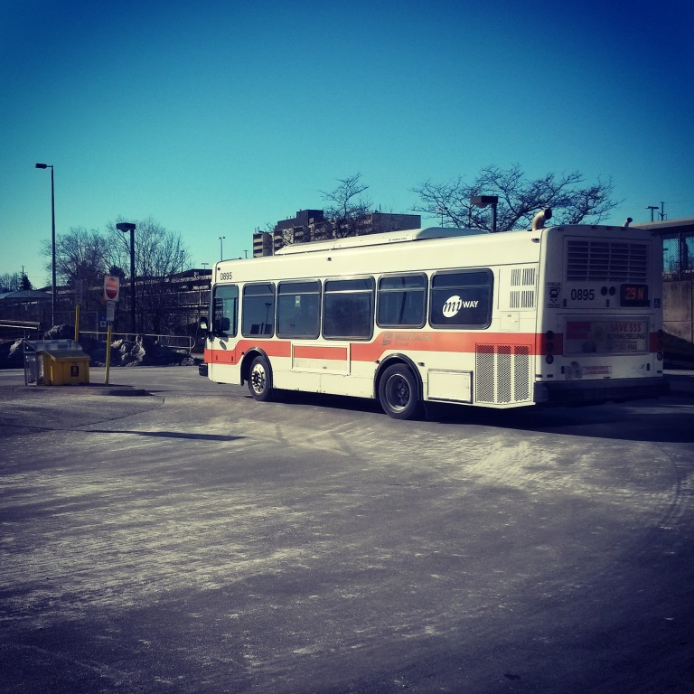 2017-01-01-miway-bus-at-clarkson-go-station